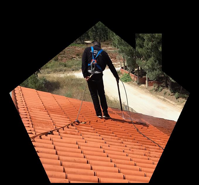 limpeza de telhado com máquina de alta pressão